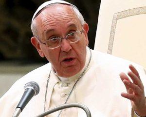 Papa pede combate contra violência sexual na internet