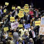Maioria dos baianos vota a favor de denúncia contra Temer; confira o voto de cada deputado