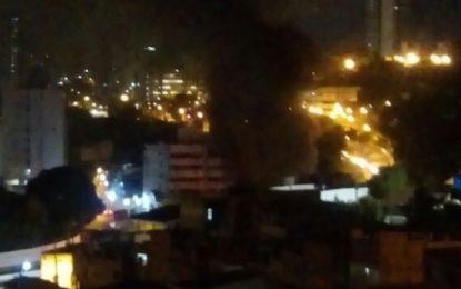 Manifestantes ocupam Avenida Vasco da Gama e ateam fogo na pista