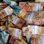 Grupo é preso dentro de motel contando R$ 170 mil após assalto