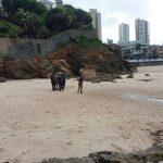 Homem é encontrado morto em poça de água na praia do Rio Vermelho